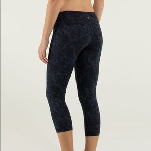 Lululemon Wunder Under Crop Paisley Inkwell/Black